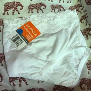 Warner's Panties 8 White Hip Huggers New With Tags
